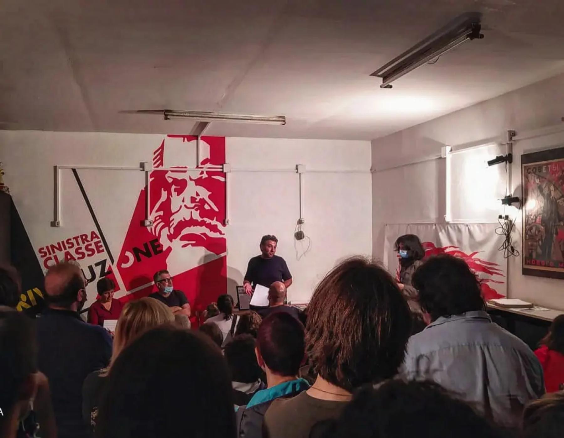 Antonio speaking Image Sinistra Classe Rivoluzione